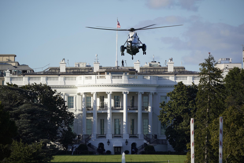 Tổng thống Mỹ Donald Trump được trực thăng đưa đến bệnh viện quân đội Walter Reed, ngoại ô Washington, ngày 02/10/2020, sau khi phát hiện nhiễm Covid-19.