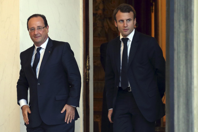 Tổng thống Pháp François Hollande (T) và ông Emmanuel Macron, tại điện Elysée, Paris, ngày 01/10/2013