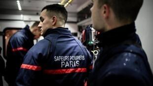 По данным федерации, пожарные и спасатели провели на территории Франции около 81 тысячи операций так или иначе связанных с пандемией.