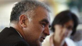 Luis Moreno Ocampo habla durante una conferencia de prensa en Trípoli, el 23 de noviembre de 2011.