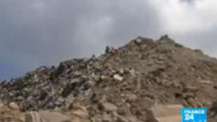 La «montagne» mesure aujourd'hui une vingtaine de mètres. Plusieurs couches ont été mises au sol pour que l'air circule.
