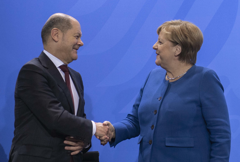 La canciller alemana Angela Merkel y su ministro de Finanzas Olaf Scholz en Berlín, el 16 de diciembre de 2019