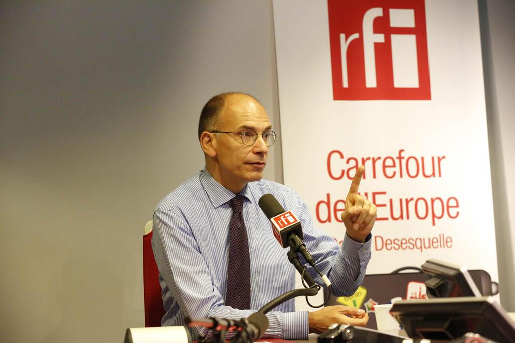 Enrico Letta en studio à RFI.