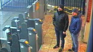 Александр Петров и Руслан Боширов в Солсбери (изображение с камеры видеонаблюдений)