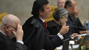 O Supremo Tribunal Federal (STF) durante sessão do 11/09. Na foto, os ministros Teori Zavascki, Luiz Fux, Cármen Lúcia, Gilmar Mendes e Celso de Mello.