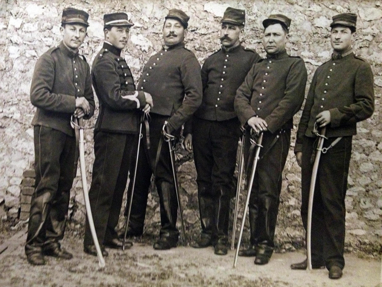 """Un grupo de soldados franceses de la Primera Guerra Mundial, conocidos como """"poilus"""" por su virilidad y apariencia física."""