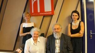 Инга Домбровская, Бина Смехова, Алекс Резников и Елена Серветтаз в парижской 152 студии Дома Радио
