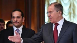 Le ministre russe des Affaires étrangères Sergueï Lavrov (d) et son homologue qatarien Mohammed bin Abdulrahman Al-Thani à Moscou le 10 juin 2017.