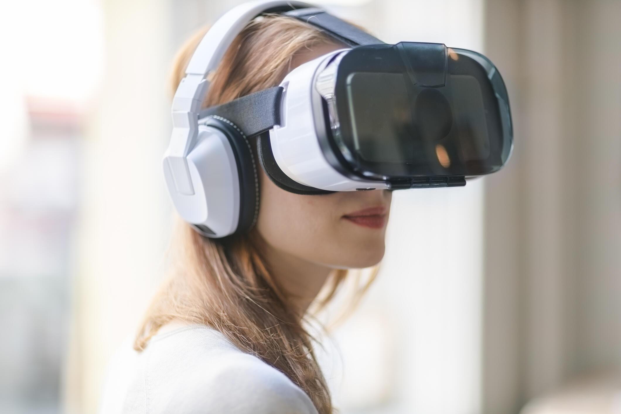 Pour utiliser le nouveau service Oksusu de l'opérateur SK Telecom, le client doit se coiffer d'un casque de réalité virtuelle (photo illustration).