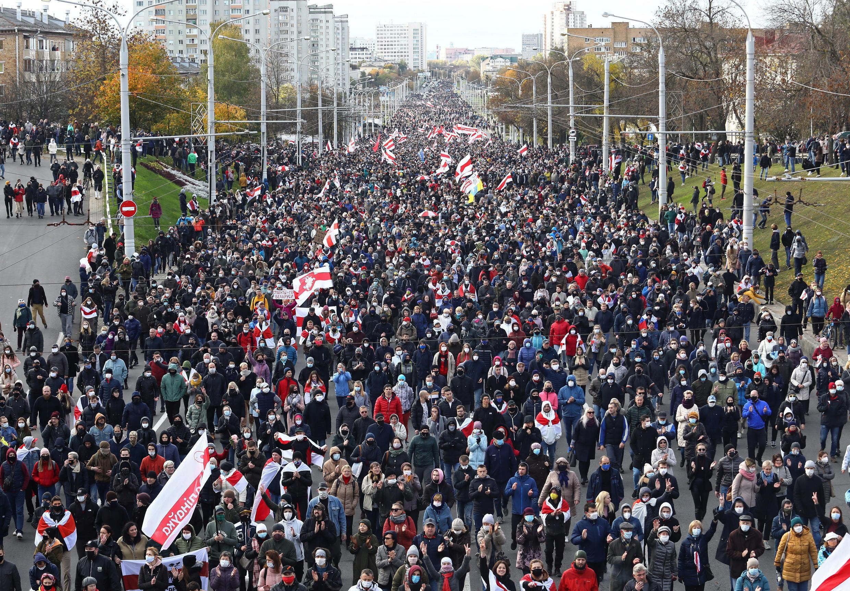 «Партизанский марш» — протестное шествие в Минске 18 октября 2020.