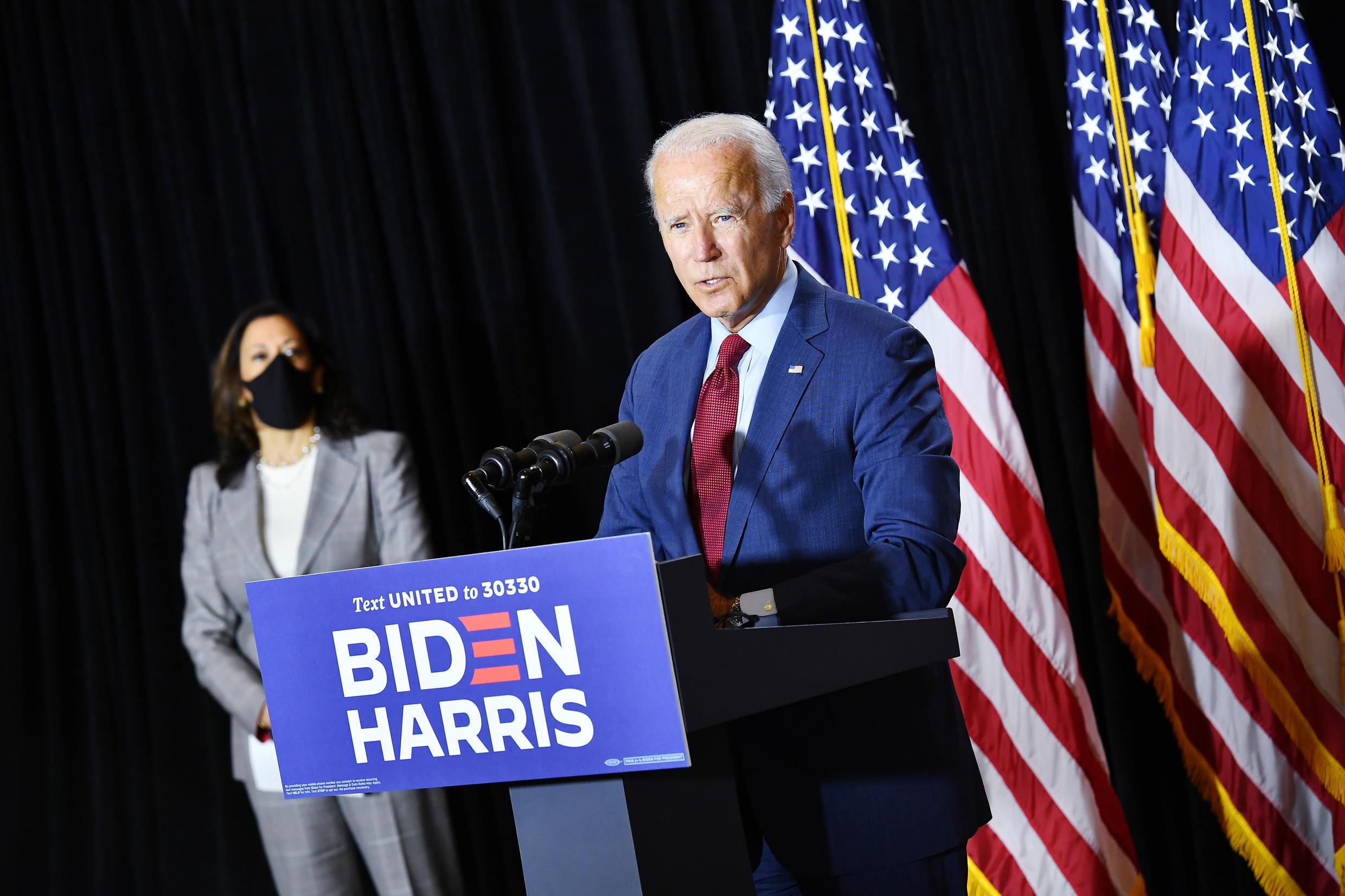 Joe Biden (D), candidato demócrata a la presidencia de Estados Unidos, y Kamala Harris (I), su compañera de fórmula, durante una conferencia de prensa en Wilmington, Delaware, el 13 de agosto de 2020