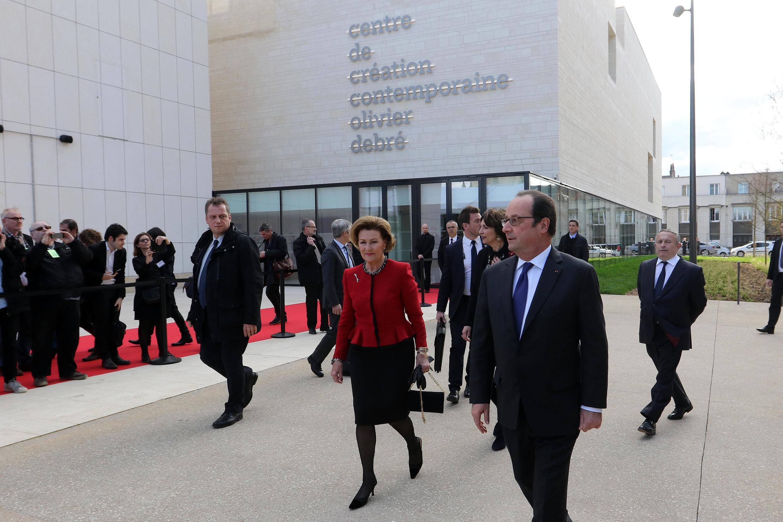 Presidente francês, Francois Hollande, e Rainha Sonja da Noruega, na inauguração do Centro de Criação Contemporânea Olivier Debré, uma obra dos arquitectos Aires Mateus.