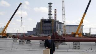 Le président ukrainien Viktor Ianoukovitch lors de l'inauguration du nouveau sarcophage ce jeudi 26 avril 2012.