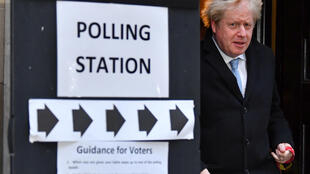 O Primeiro-Ministro britânico Boris Johnson depois de votar nas eleições gerais em Londres, Grã-Bretanha, a 12 de Dezembro de 2019.