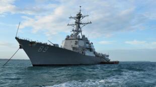 圖為2018年3月23日在美濟礁12海里內自由航行的美國驅逐艦USS Mustin