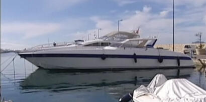 Одна из яхт, предположительно принадлежащих Борису Березовскому, пришвартованная на Антибах
