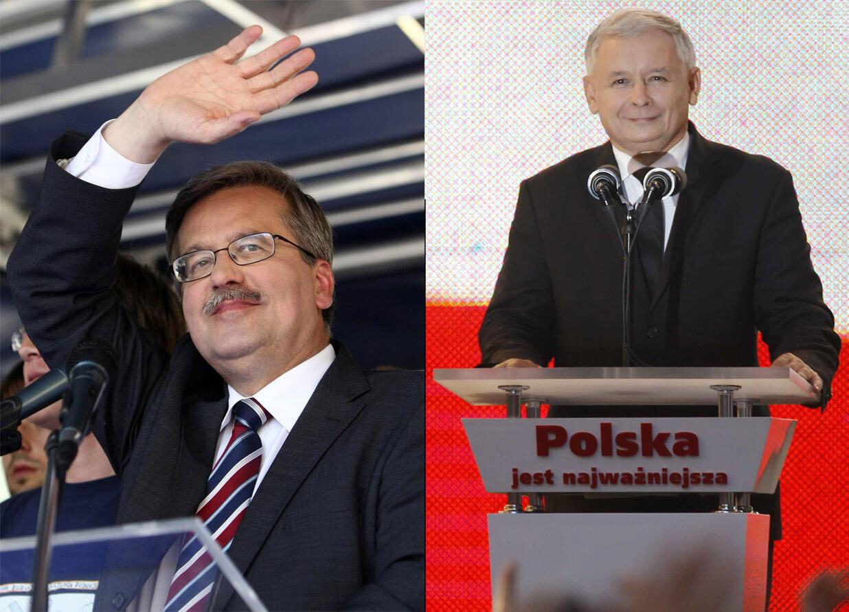 Bronislaw Komorowski, candidat libéral du parti pro-européen Plateforme Civique (g) et Jaroslaw Kaczynski, le candidat du parti conservateur Droit et Justice lors de leur meeting de campagne, le 2 juillet 2010.