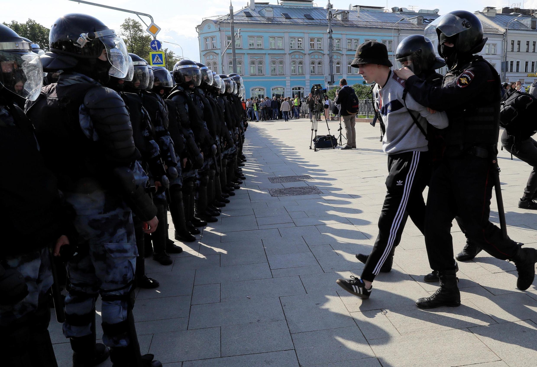 Полиция отчиталась о 600 задержанных на акции 3 августа в центре Москвы