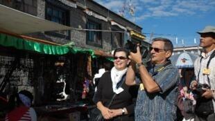 美國遊客在西藏。