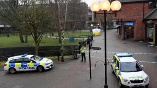 A Salisbury en Grande Bretagne la police est sur la scène où l'ex espion russe Serguei Skripal a été trouvé inconscient, le 06/03/2018.