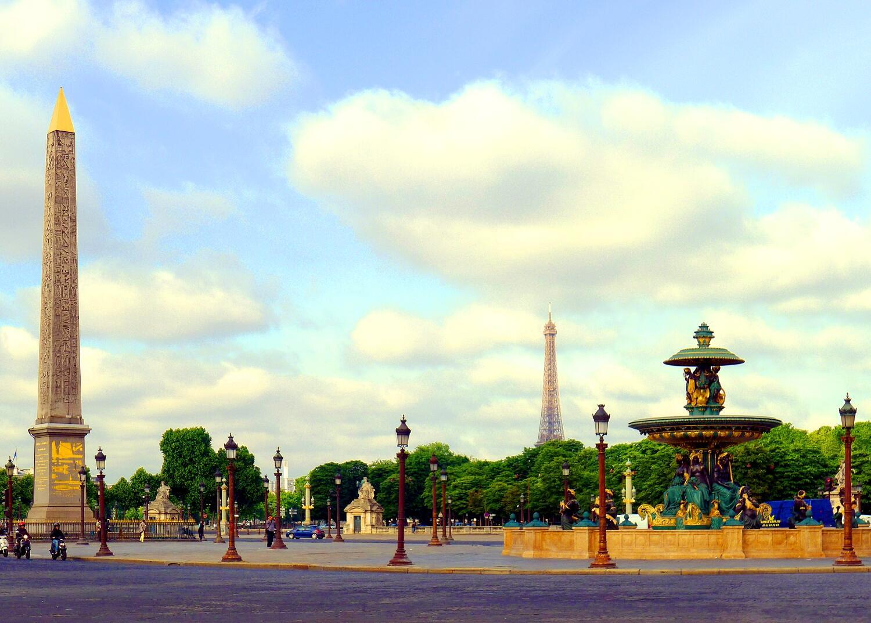 Quảng trường Concorde và cột đá Obélisque, quận 8 Paris.
