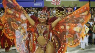 Vũ nữ Viviane Araujo từ trường múa samba Salgueiro, lễ hội giả trang Rio de Jainero, 03/03/2019.