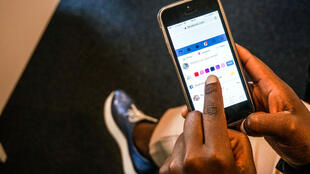 Facebook, Twitter mais aussi des messageries populaires comme WhatsApp sont bloqués (photo d'illustration).