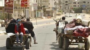 Este domingo cerca de la frontera israelí, los palestinios huyen de Gaza