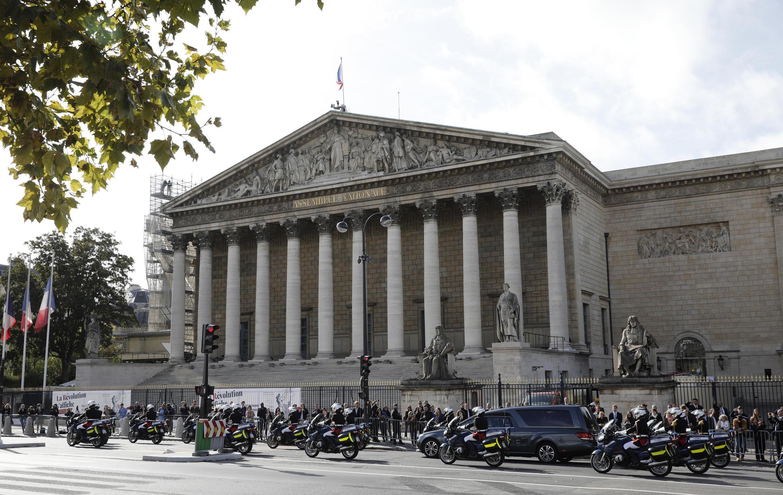 前总统希拉克辞世悼念期间的法国议会外景