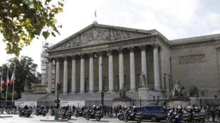 前總統希拉克辭世悼念期間的法國議會外景