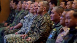 Binh sĩ Thái Lan và Hoa Kỳ trong lễ khai quân chiến dịch tập trận chung Cobra Gold 15 tại trường dự bị quân sự, tỉnh Nakhon Nayok, ngày 09/02/2015.