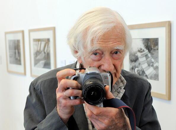 Nhiếp ảnh gia Marc Riboud, nhân một cuộc triễn lãm tại Đức ảnh của Cartier-Bresson năm 2009.
