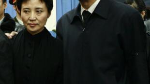 Vợ chồng Bạc  Hy Lai chụp tại đám tang cha  ngày  17/01/2007.