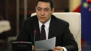 羅馬尼亞總理蓬塔(資料照片) 周三(11月4號)宣布辭職