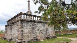 Le tombeau de Jean Laborde, à Mantasoa. L'industriel, intime de la Reine Ranavalona II, s'est construit lui-même sa «demeure» avant de mourir. Il est à l'origine de centaines d'autres tombeaux de ce type
