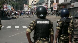 Des heurts entre policiers et manifestants ont éclaté à Antananarivo, le 21 avril 2018.
