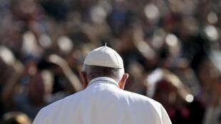 В четверг, 5 ноября, в Италии выйдут сразу две книги, разоблачающие финансовые махинации в Ватикане.