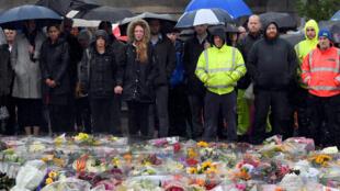 Observou-se um minuto de silêncio pelas vítimas do ataque de Sábado.