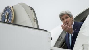 美国国务卿克里突访伊拉克