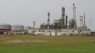 Raffinerie Sogara de Port-Gentil. Le pétrole est coeur de l'économie gabonaise et un des enjeux de la nouvelle ministre Nicole Mbou.