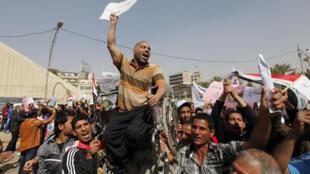 Numerosas personas asistieron a las manifestaciones contra el Gobierno  iraquí en Bagdad y ciudades del sur del país el 4 de marzo de 2011.