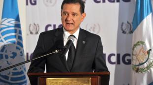 El español Carlos Castresana habla durante una rueda de prensa el 28 de julio del año 2010 en Ciudad de Guatemala