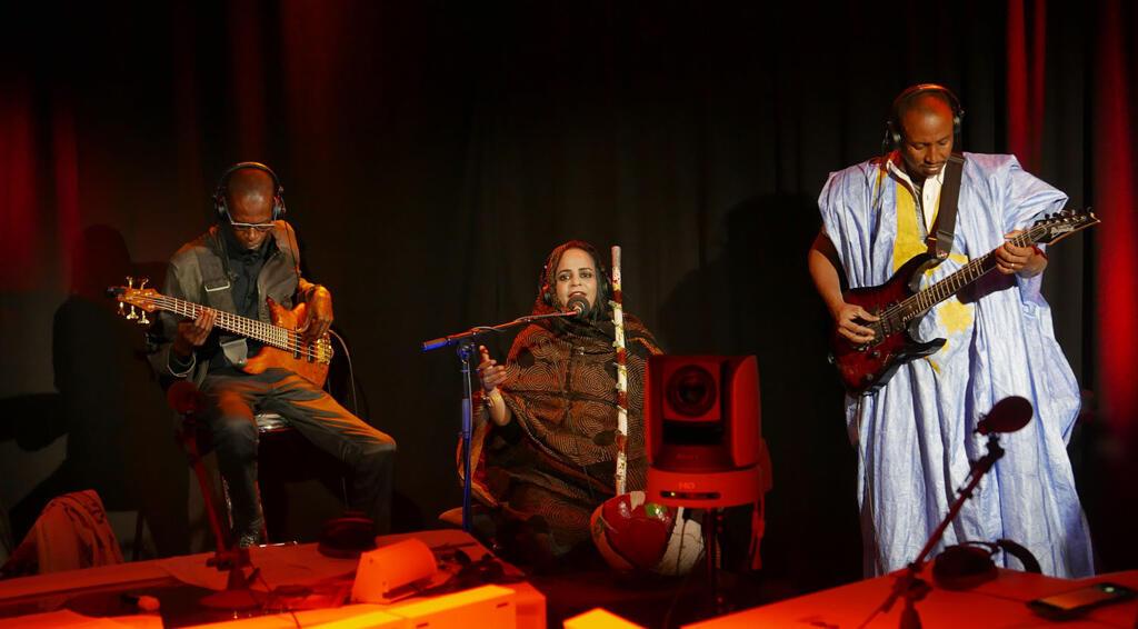Noura Mint Seymali and band perform on RFI's Musiques du Monde