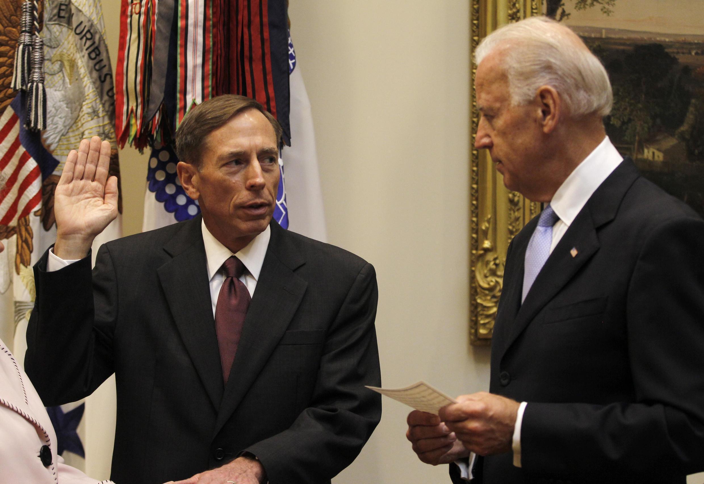 Cựu tướng David Petraeus tuyên thệ nhậm chức lãnh đạo cơ quan tình báo Mỹ CIA ngày 06/09/2011.