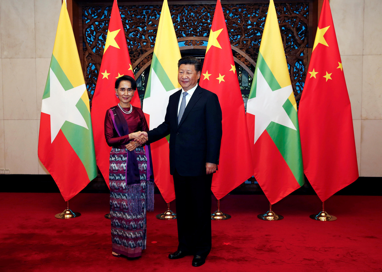 Bà Aung San Suu Kyi và ông Tập Cận Bình tại Bắc Kinh ngày 19/08/2016.