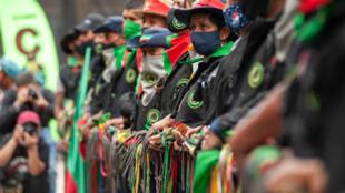 Colombie: en une immense 'minga', des milliers de Colombiens ont afflué de tout le pays à Bogota en octobre 2020 pour demander la fin des violences et la mise en oeuvre de l'accord de paix de 2016 signé entre le gouvernement et la guérilla des FARC.