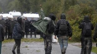 Policiers et militants anti-aéroport se font face près de Nantes depuis plus d'une semaine.