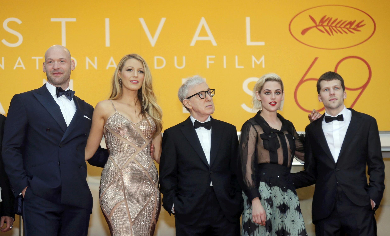 Nhóm làm phim Café Society trước giờ chiếu phim khai mạc Liên Hoan Cannes 2016, ngày 11/05/2016.