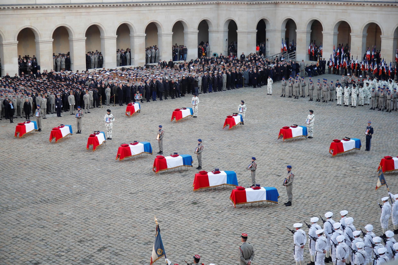 Национальные почести 13 французским военным, погибшим в Мали. Париж, 02/12/2019.