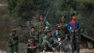 Wapiganaji wa Jeshi la Kitaifa la Ukombozi Taaung, moja ya makundi kubwa vya waasi Kaskazini mashariki mwa Burma, Januari 16, 2014